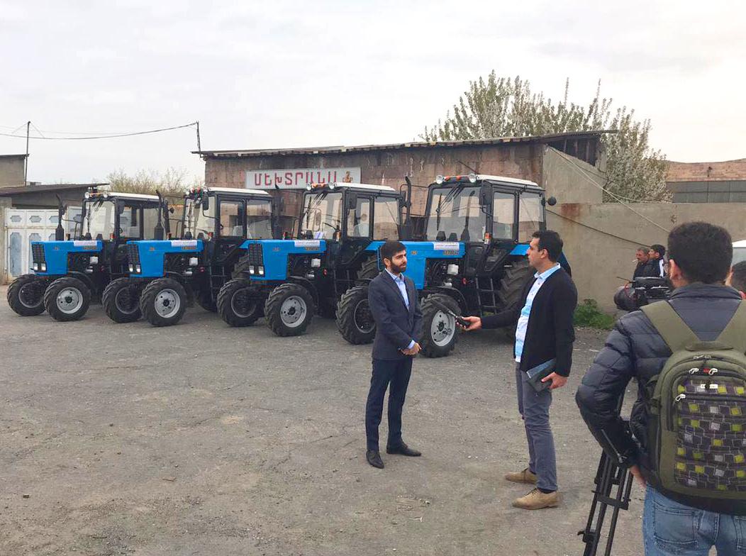 Անիվավոր տրակտորներ` Գեղարքունիքի և Արագածոտնի մարզի երկու համայնքի արոտօգտագործողների կոոպերատիվներին