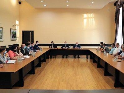 ՊԵԿ նախագահը հանդիպել է հագուստ բեռնափոխադրող ընկերությունների հետ. արդյունքում պայմանավորվածություն է ձեռքբերվել