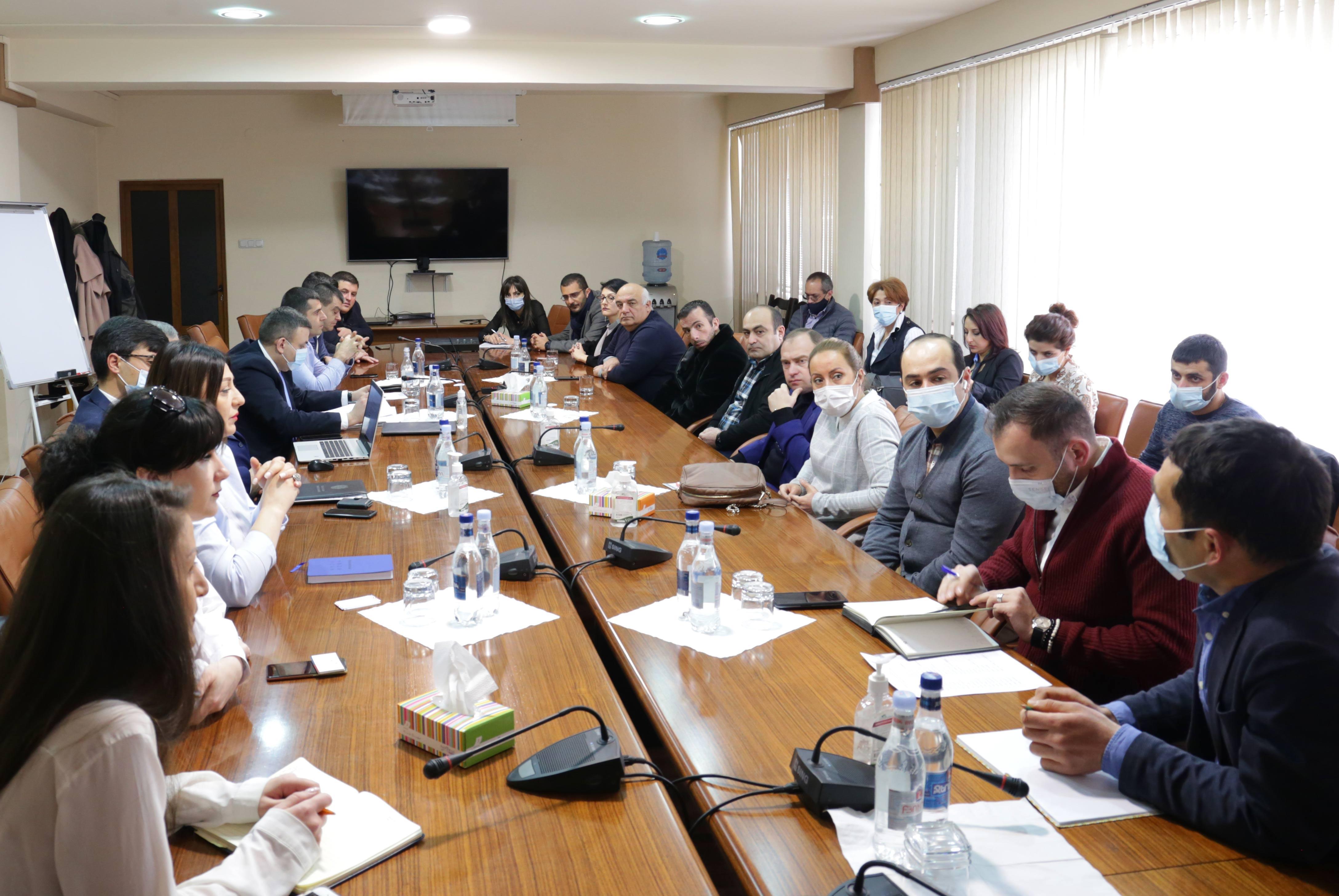 Էկոնոմիկայի փոխնախարար Վարոս Սիմոնյանը հանդիպում է ունեցել Հայաստանում գործող մատակարար ընկերությունների ներկայացուցիչների և տեղական արտադրողների հետ